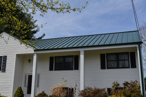 Aluminum Standing-Seam Metal Roofing System for Glastonbury Home